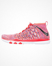 Sport & träningsskor - Nike Performance TRAIN ULTRAFAST FLYKNIT Aerobics & gympaskor plum fog/black/total crimson/blue glow/grand purple