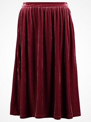 Kjolar - mint&berry Veckad kjol windsor wine