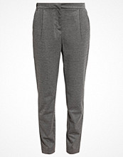 Vero Moda VMCASSY Tygbyxor medium grey melange