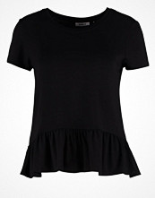 T-shirts - Only ONLSTELLA WINDOW Tshirt med tryck black