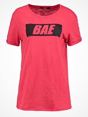Bik Bok ALEX Tshirt med tryck red