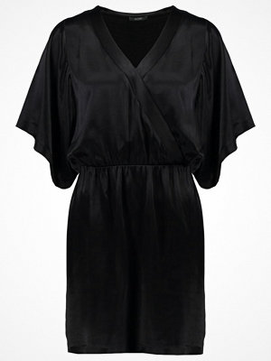 KIOMI Cocktailklänning black