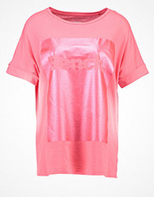 Bench Tshirt med tryck pink