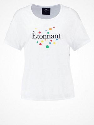 Saint Noir ETONNANT Tshirt med tryck white