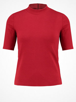 Abercrombie & Fitch Tshirt med tryck red