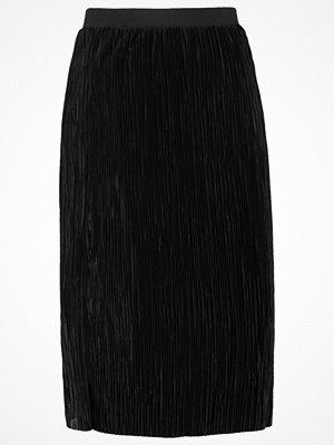 Only ONLSASHU  Veckad kjol black
