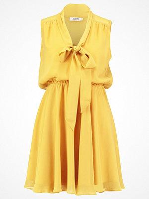 Molly Bracken Sommarklänning saffron yellow