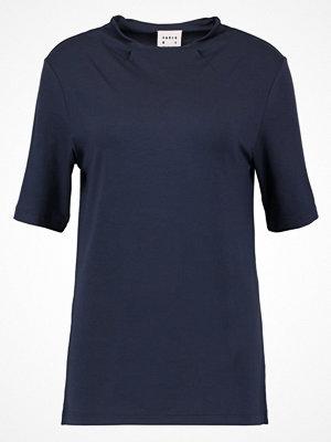 Karen by Simonsen LIQUIDE Tshirt med tryck outer space