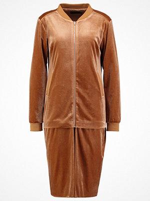 Lavish Alice Bomberjacka camel