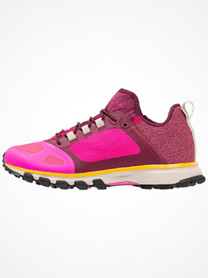Sport & träningsskor - Adidas by Stella McCartney ADIZERO XT Löparskor terräng shock pink/ruby red/cherry wood