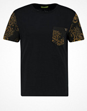 T-shirts - Versace Jeans SLIM FIT Tshirt med tryck nero