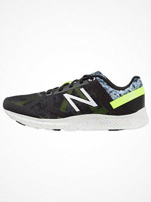 Sport & träningsskor - New Balance WXAGLBW2 Löparskor för tävling black/multicolor