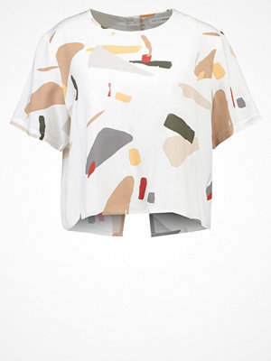 Native Youth ORGANIC DISPLACEMENT Tshirt med tryck off white