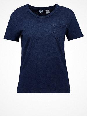 Levi's® THE PERFECT POCKET TEE Tshirt med tryck deep midnight indigo
