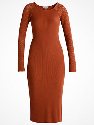 Anna Field Stickad klänning ginger bread