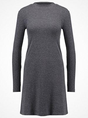 Only ONLMAJA  Jerseyklänning dark grey melange