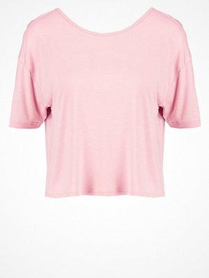 New Look Tshirt med tryck dark pink