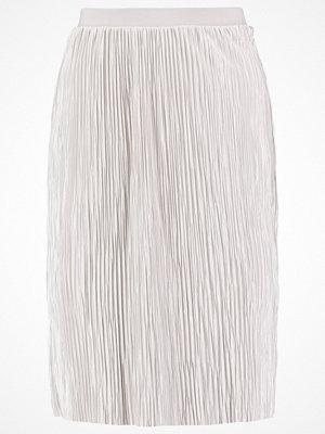 Only ONLSASHU  Veckad kjol micro chip