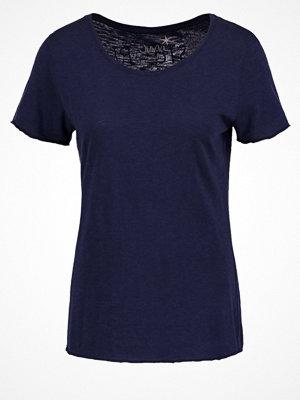 Juvia Tshirt med tryck deep blue