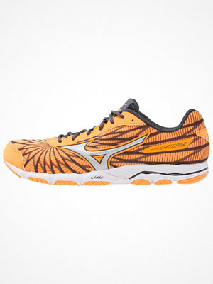 Sport & träningsskor - Mizuno WAVE HITOGAMI 4  Löparskor för tävling orange pop/silver/dark shadow