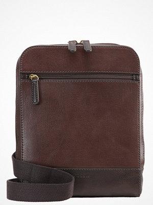 Väskor & bags - Fossil RORY Axelremsväska brown