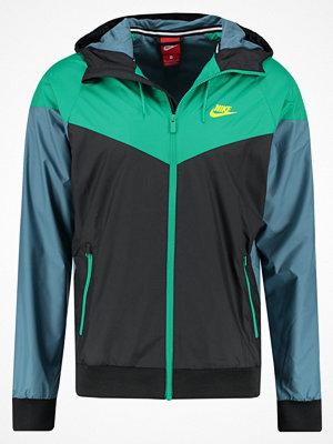 Nike Sportswear WINDRUNNER Vindjacka black/stadium green/electrolime