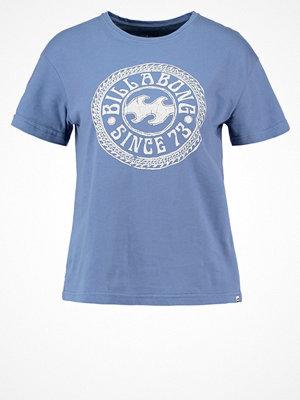 Billabong Tshirt med tryck blue jay