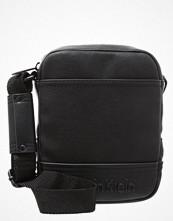 Väskor & bags - Calvin Klein BASTIAN Axelremsväska black