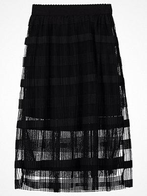 Vero Moda VMYADE Veckad kjol black