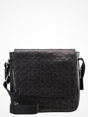 Väskor & bags - Coach Axelremsväska black