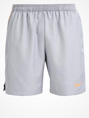 Sportkläder - Nike Performance Träningsshorts grey