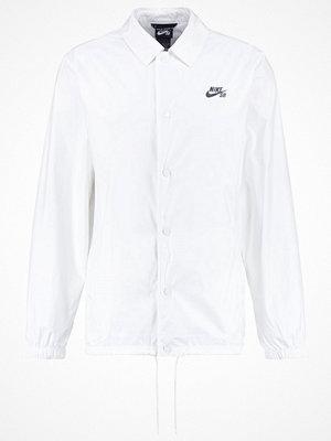 Jackor - Nike Sb SHIELD COACHES Tunn jacka white/anthracite