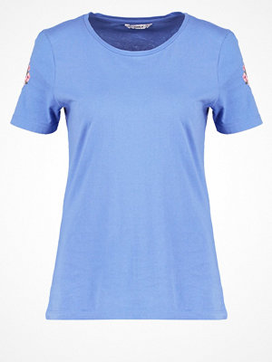 Only ONLFLOWER Tshirt med tryck blue yonder