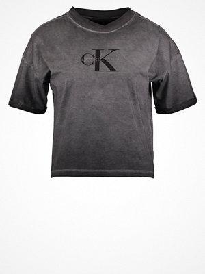 Calvin Klein Jeans Tshirt med tryck washed black