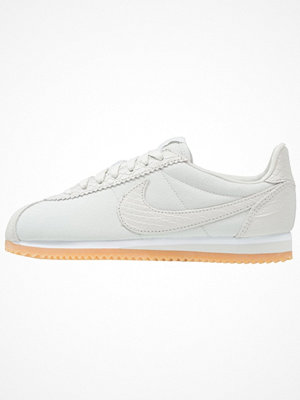 Sneakers & streetskor - Nike Sportswear CLASSIC CORTEZ SE Sneakers light bone/white/yellow