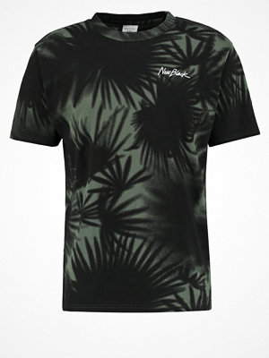 New Black EQUATOR Tshirt med tryck forest