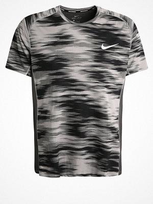 Sportkläder - Nike Performance MILER  Funktionströja dust/midnight fog/reflective
