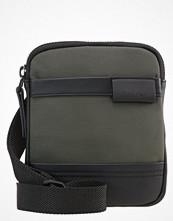 Väskor & bags - Calvin Klein Axelremsväska military olive