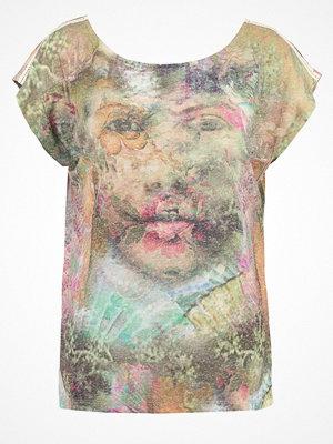 Cream YUKI  Tshirt med tryck smoke sand
