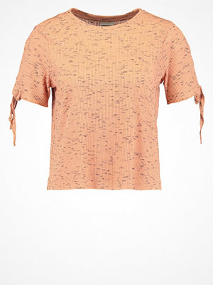 Noisy May Petite NMFAVELA Tshirt med tryck dusty coral
