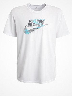 Sportkläder - Nike Performance LEGEND Tshirt med tryck white/matte silver