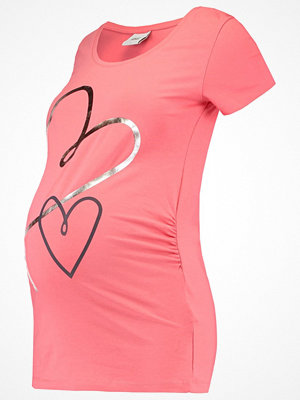 Mamalicious MLNEWHEART  Tshirt med tryck sunkist coral