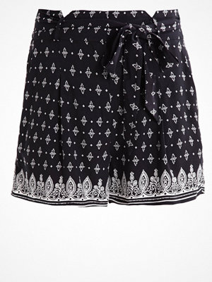 Even&Odd Shorts white/black