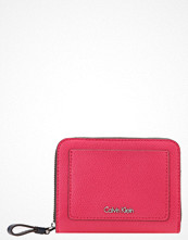 Plånböcker - Calvin Klein Plånbok bright rose