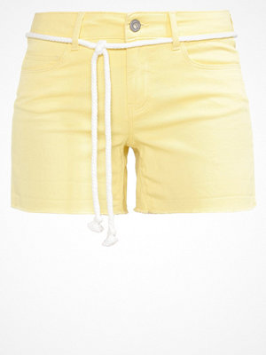 Only ONLCLAUDIA Shorts pale banana