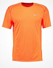 Sportkläder - Nike Performance MILER  Tshirt med tryck tart/tart