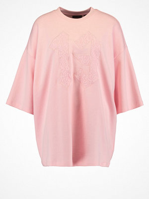 Fenty PUMA by Rihanna Tshirt med tryck crystal rose