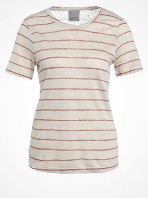 Vero Moda VMREZA Tshirt med tryck oatmeal/cedar wood