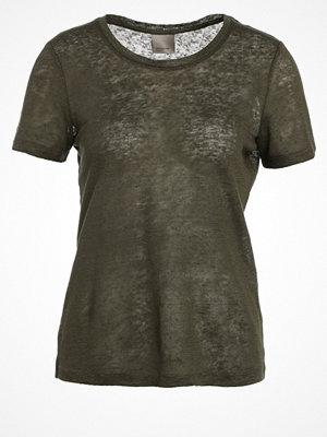 Vero Moda VMREZA Tshirt med tryck ivy green