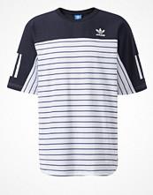 T-shirts - Adidas Originals NOVA  Tshirt med tryck white/legend ink